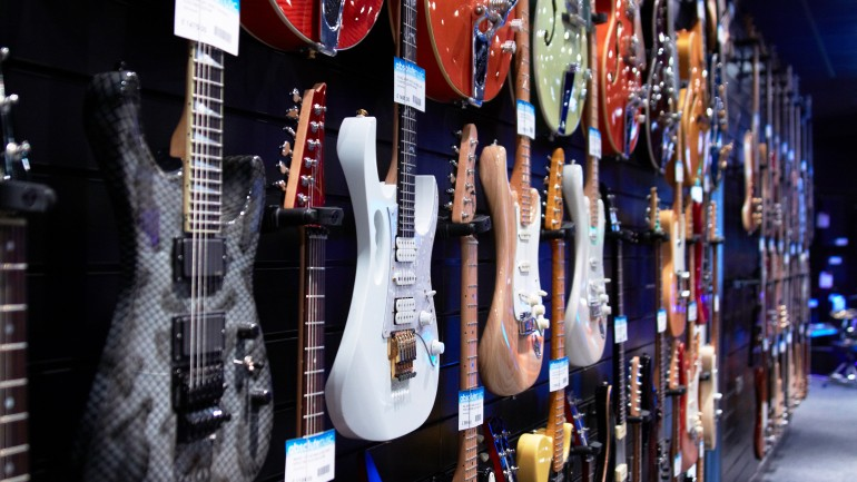 Are guitar stores a thing of the past?